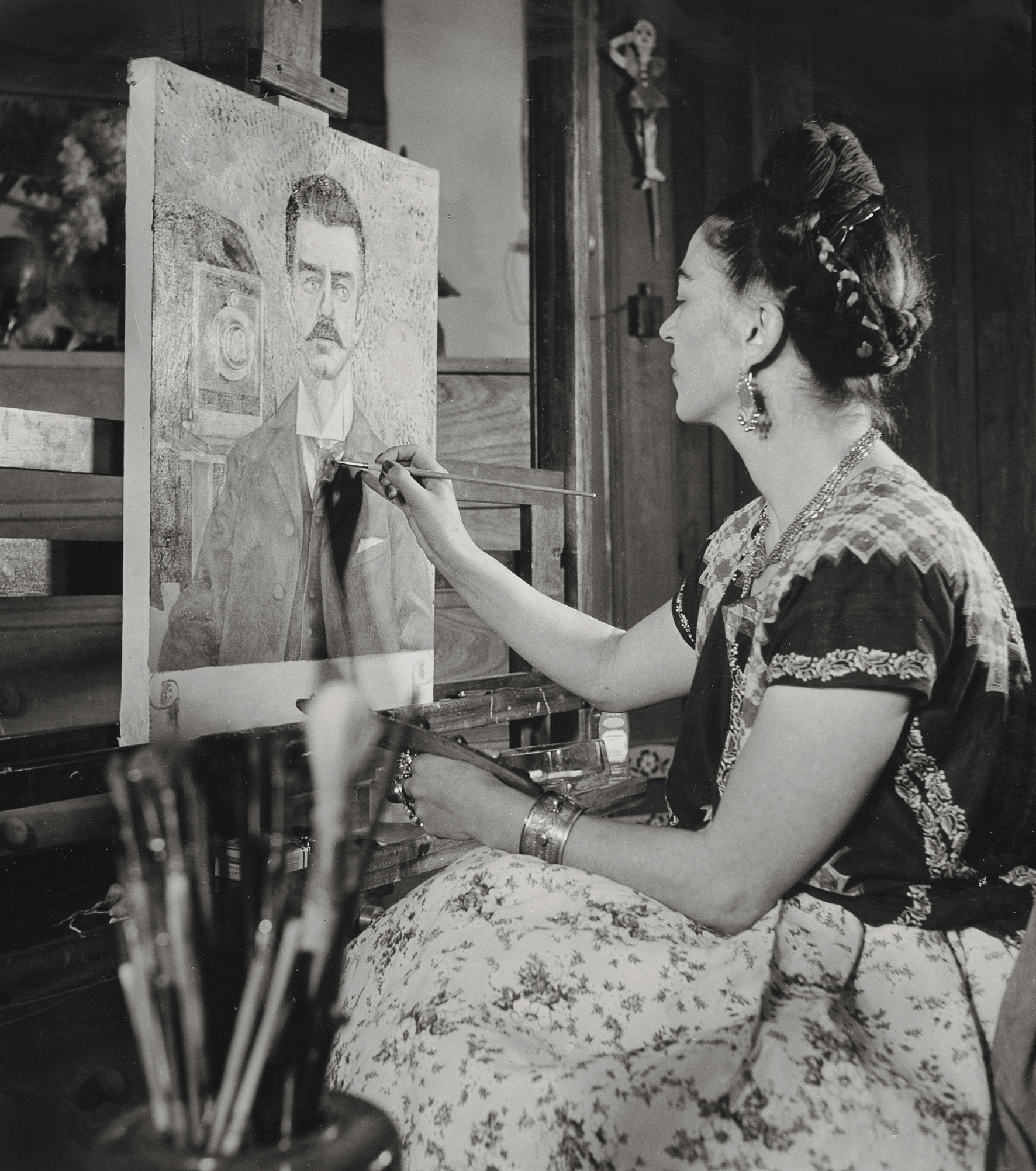 **Frida painting the portrait of her father**, by Gisèle Freund, 1951 © Frida Kahlo Museum