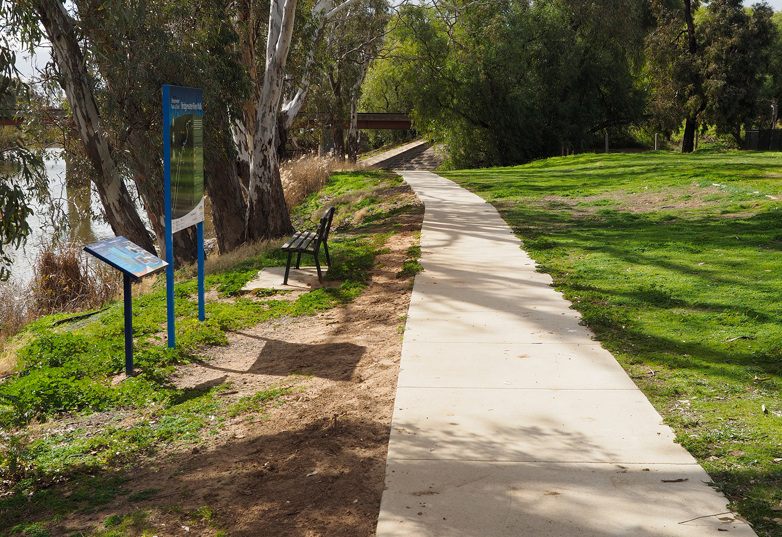 Level access along the Loddon River