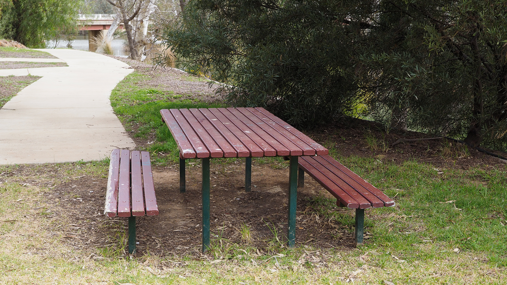 Accessible picnic bench in Bridgewater on Loddon