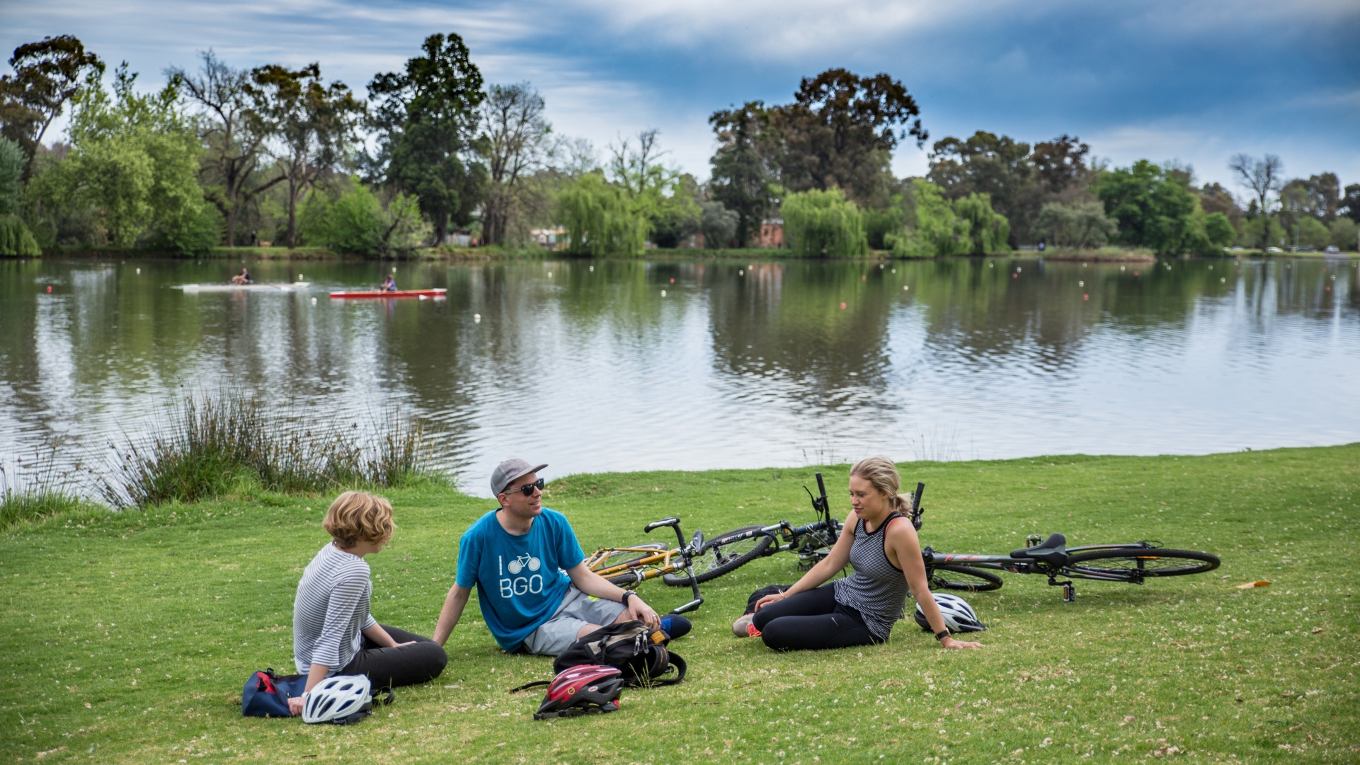 Bike riders at lake Weeroona
