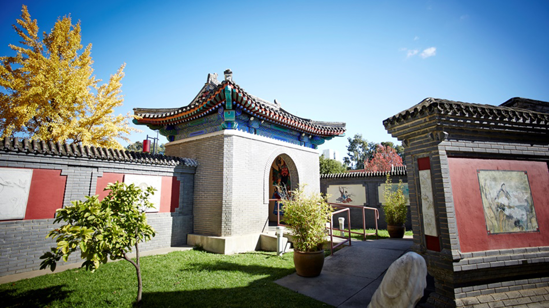 Entrance to the gardens at Golden Dragon Museum