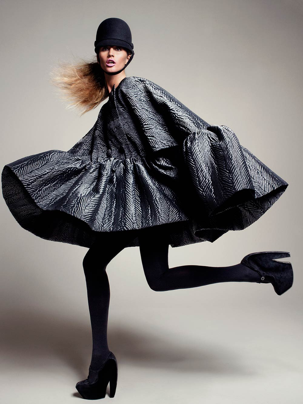 Model wearing grey cape by Nicolas Ghesquière for Balenciaga, 2006. Photograph by David Sims for Vogue © David Sims